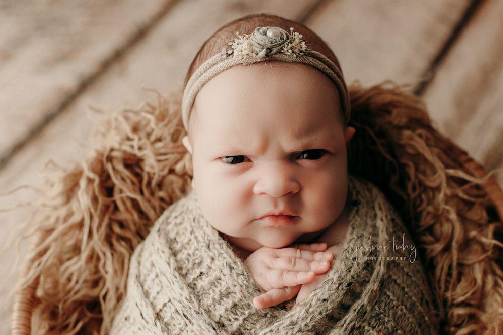 Новорожденную отправили на фотосессию. Но ей это не понравилось