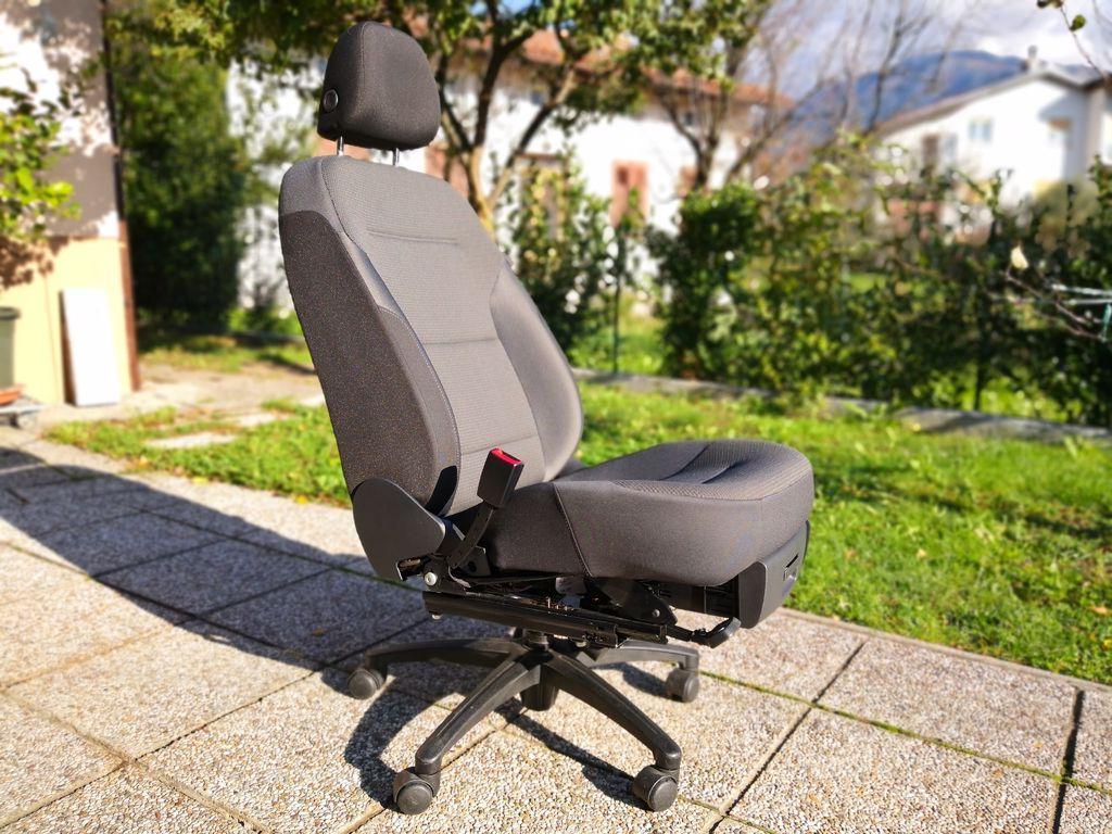 Работать можно в комфорте: как сделать очень удобное офисное кресло из автомобильного сиденья