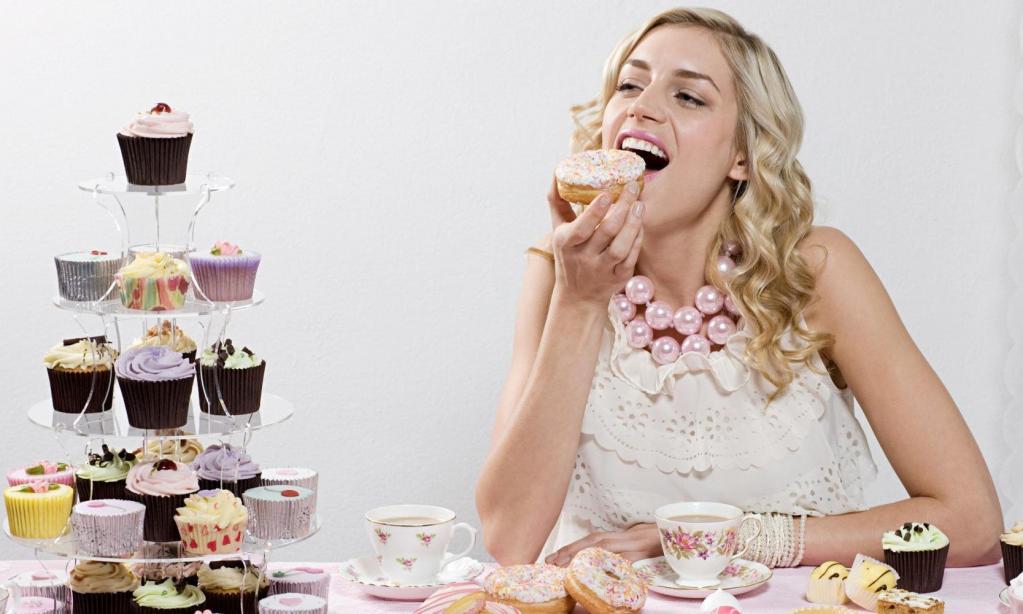 Для торта всегда есть место. Почему, даже когда пуговица на штанах готова оторваться, мы не отказываем себе в десерте