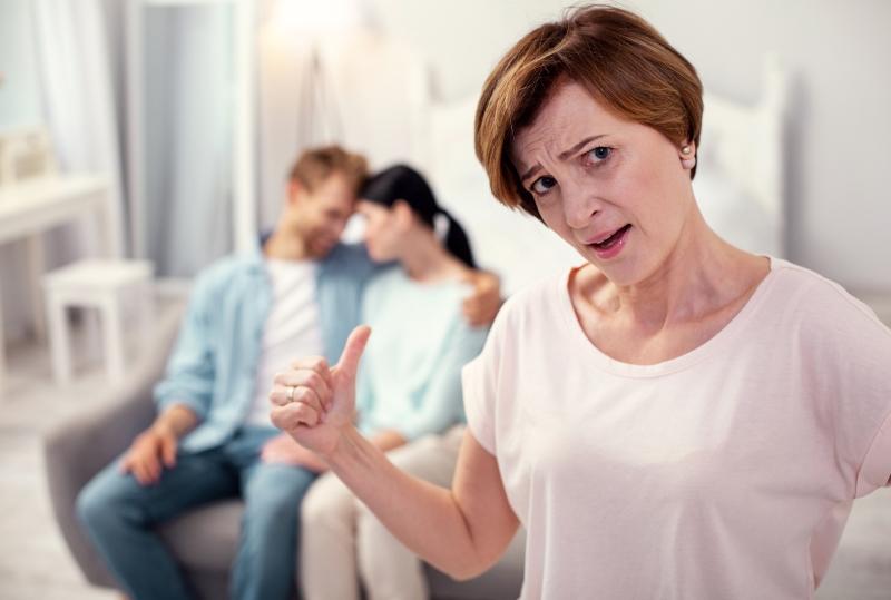 Закон бумеранга работает: свекровь сделала все, чтобы разлучить меня с мужем, а теперь просит к нему вернуться