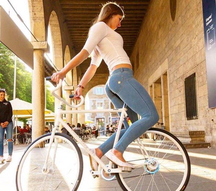 Не пытайтесь это повторить: Виола Брэнд удивляет новыми умопомрачительными трюками на велосипеде (видео)
