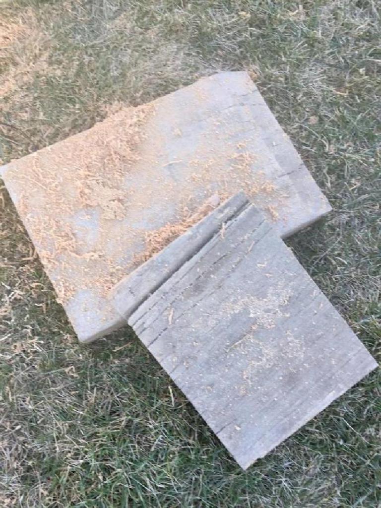 Перехватил идею у соседа. Взял старые доски и сделал из них интересные подсвечники на праздник