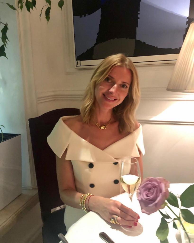 В 43 года - необыкновенная красавица: как сегодня выглядит любимая жена Сюткина
