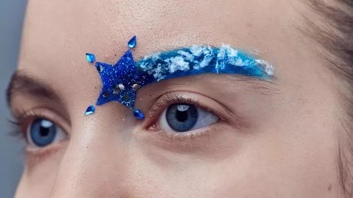 Новогодние  брови – новый тренд в мире моды: они позволят выглядеть превосходно на корпоративе