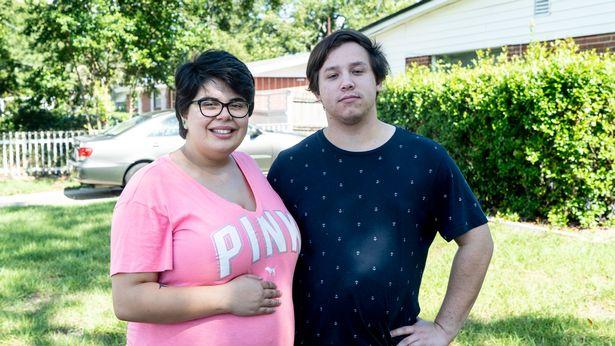 Женщина живёт с 4 мужьями — и уже скоро родит своего первого ребёнка