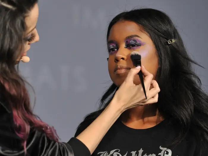 Контуринг, гель-лак, солярий: 10 тенденций красоты, которые, по мнению визажиста Гиты Басс и дерматолога Карен Кэмпбелл, должны исчезнуть к 2020 году