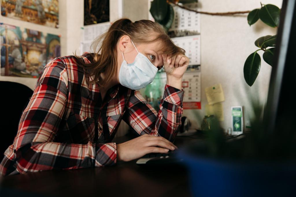 Не сбивать температуру, не устранять кашель: советы врачей, как себя вести, если подхватили вирус