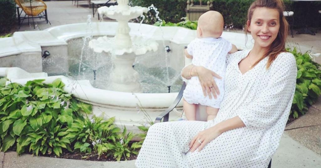 Регина Тодоренко похвасталась успехами годовалого сына: Майкл сделал первые шаги