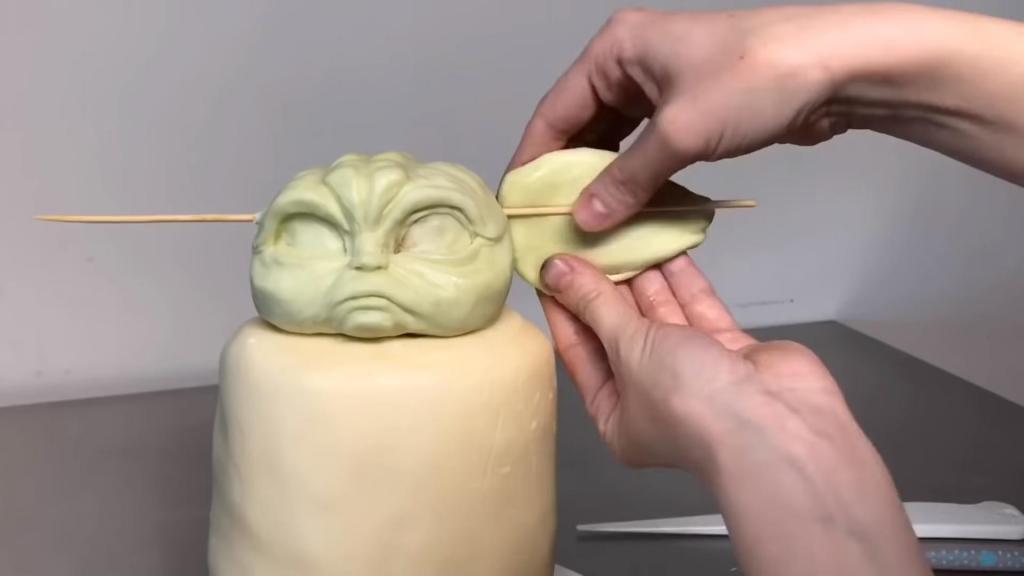 Кондитер-виртуоз Натали Сайдсерф создала торт в виде малыша Йоды (фото)