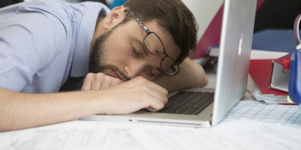 Муж уснул перед ноутбуком, и жена увидела на мониторе слова, разрушившие их 28-летний брак в одну минуту: