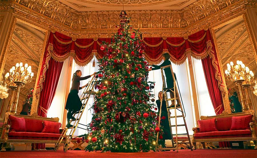 Никто не празднует Рождество с таким размахом, как королевские особы. Роскошные королевские елки со всего мира