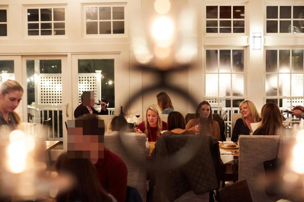 Женщина поняла, что муж ей изменяет, прочитав отклик о ресторане в газете