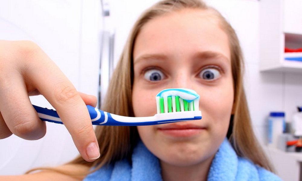 Ученые выявили связь между гигиеной полости рта и проблемами с сердцем и определили, сколько раз в день надо чистить зубы