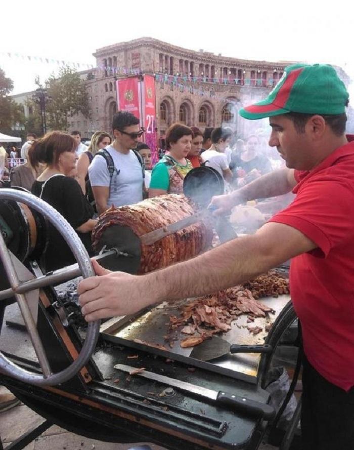Армения покорила меня сыром, вином и ценами на еду: чем питаются армяне, и что из местной кухни обязательно нужно попробовать россиянину
