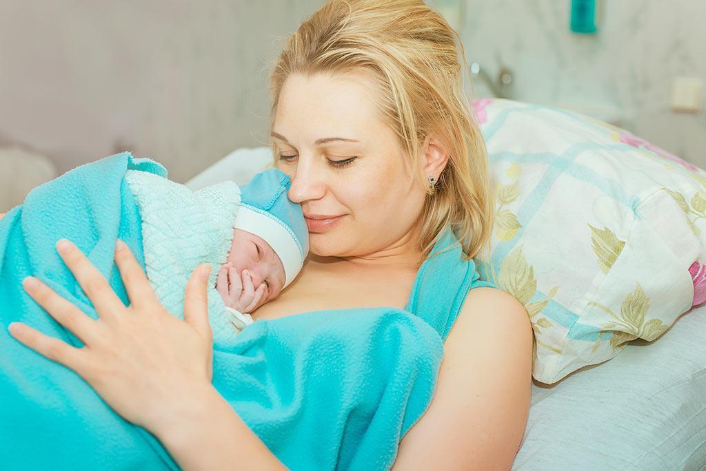 Яну забрали в роддом - она должна была родить сына. Ее отсутствием дома решила воспользоваться подруга