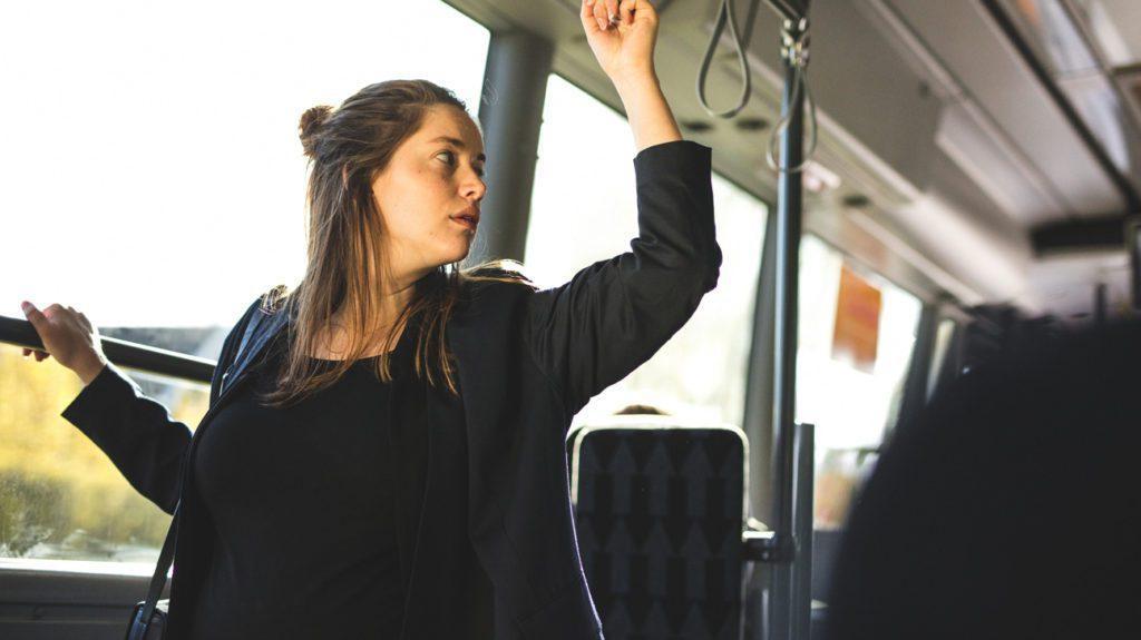В ожидании ребенка, но приходится ездить на транспорте? Практические советы, как это выдержать