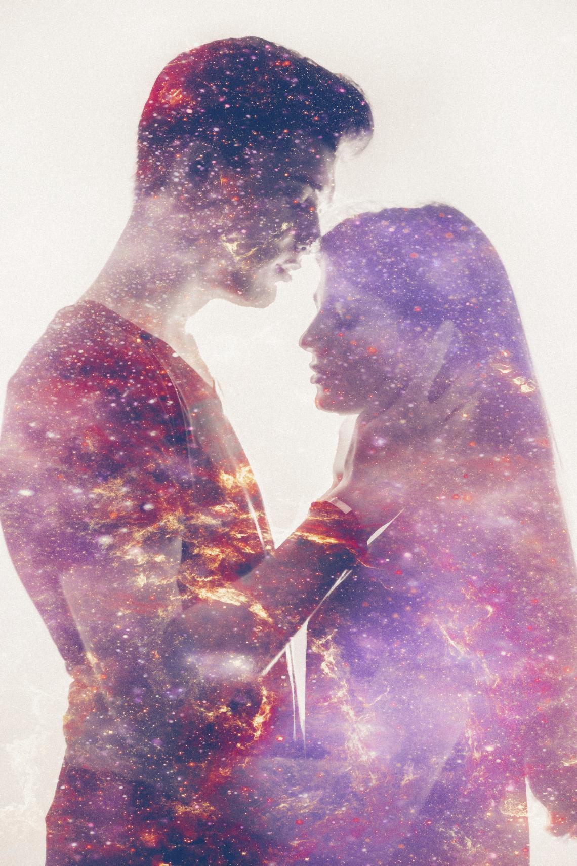 Картинка мужчина и женщина в космосе