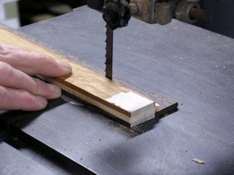 Красивый аксессуар из дерева: как сделать брошь, имитирующую рисунок паркетного пола