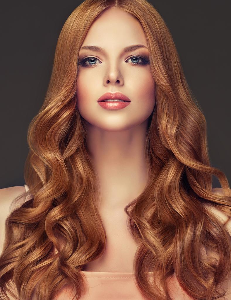 Им подойдет даже простая гулька на голове: как подобрать цвет волос и прическу дамам с голубыми глазами