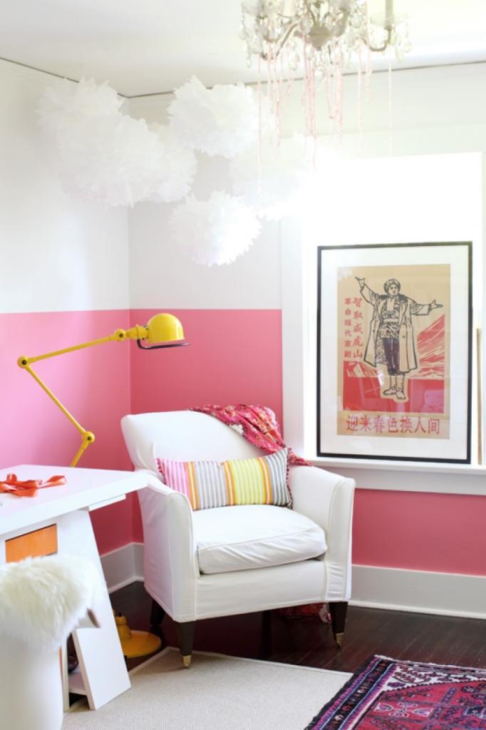 Разделение пространства и броские акценты: советы дизайнеров по использованию необычных цветовых решений при покраске стен в доме