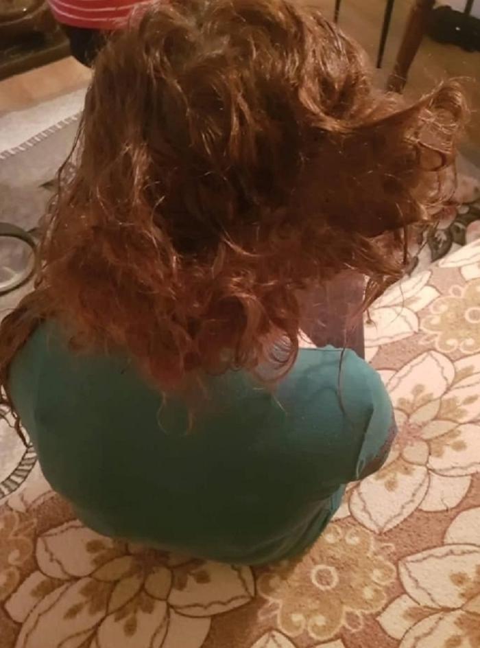 Последствия неправильного выбора шампуня: в парикмахерскую обратилась клиентка с взъерошенными волосами. Стилист их восстанавливал 4 дня