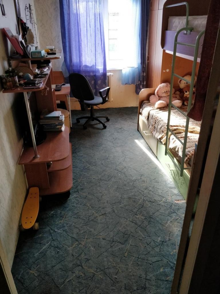 Дочь выросла - в ее комнате пришлось сделать капитальный ремонт. Все обошлось нам в 120 тыс. рублей (без телевизора)