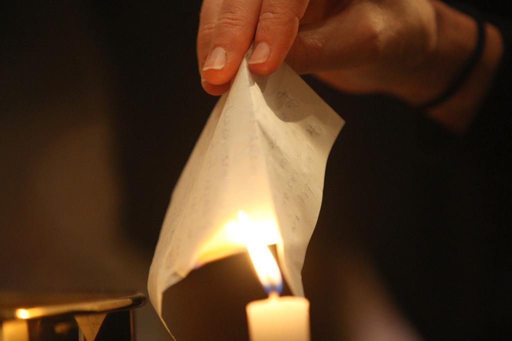 Пятница, 13-е - лучший день для исполнения желаний. Чтобы заветные мечты исполнились, иду в церковь и покупаю 3 свечи