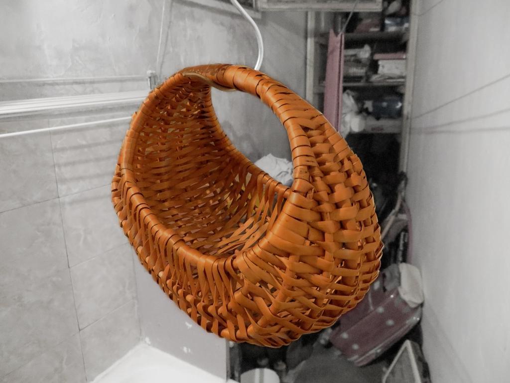 Я реставрировала старую плетеную корзинку и сделала ее снова красивой