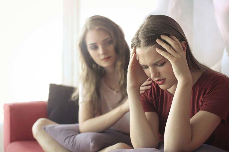 Как оставаться хорошим другом для обеих сторон, когда расстается пара ваших друзей