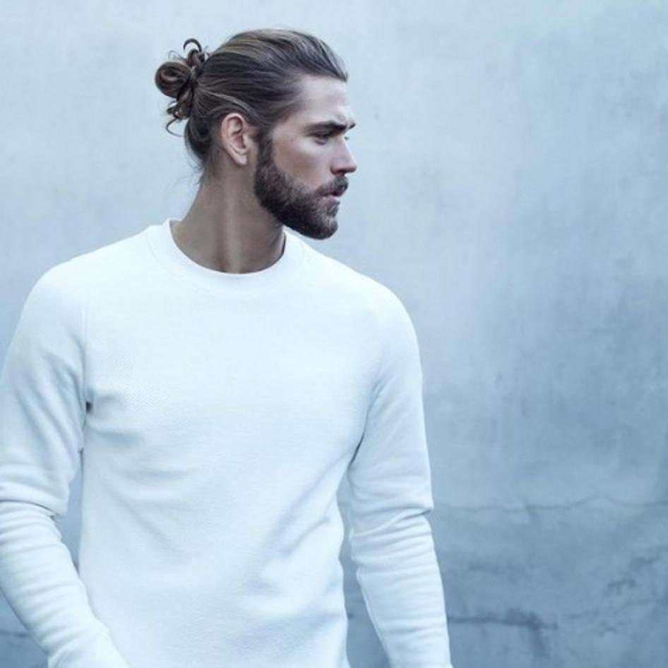 Короткие стрижки, хвосты и эффект грязных волос. Стилисты рассказали, какие мужские прически будут в моде в 2020 году | Lifestyle | Селдон Новости
