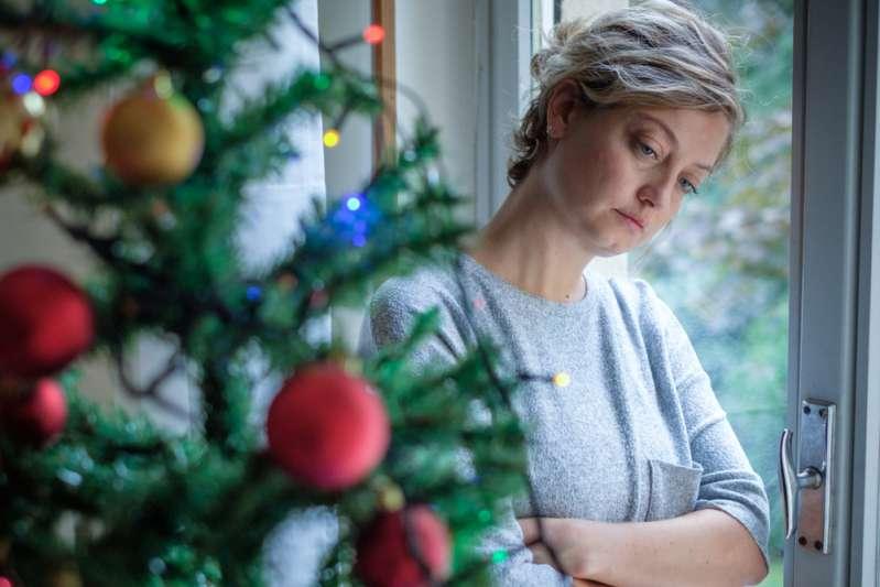 Женщина устала проводить Рождество в одиночестве. Каждый год ее свекровь приглашает только сына на праздники, а ее игнорирует
