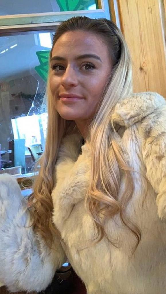 22-летняя Эмили накрутила волосы, обвив их вокруг трубы радиатора. Она рассказала, как ей пришла в голову эта сумасшедшая идея