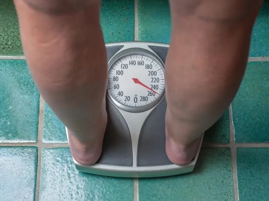 Доктор медицинских наук Крейг Сальсидо рассказал, как похудеть после беременности и сколько времени потребуется, чтобы вернуться к прежнему весу