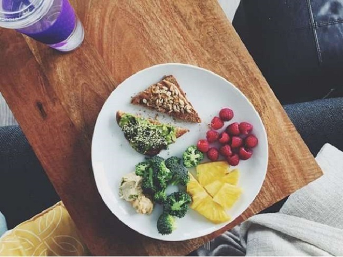 Правильный завтрак – залог здорового организма: названы самые полезные варианты утреннего перекуса, и это не только овсянка
