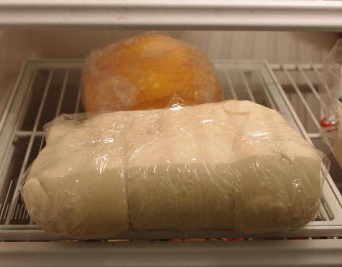 Из одного и того же теста испекла для домашних два вида выпечки — колечки и елочки. Получилось вкусно и креативно