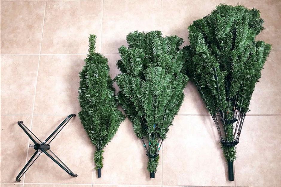 Пользуетесь искусственной елкой? Советы, как почистить ветви перед установкой, чтобы елка выглядела свежее