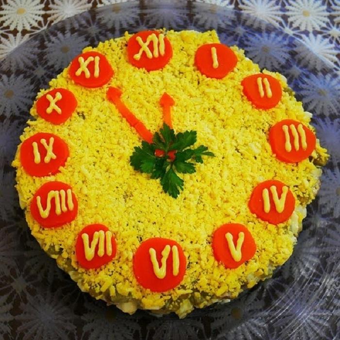 салат новогодние часы рецепт с фото цыплятами