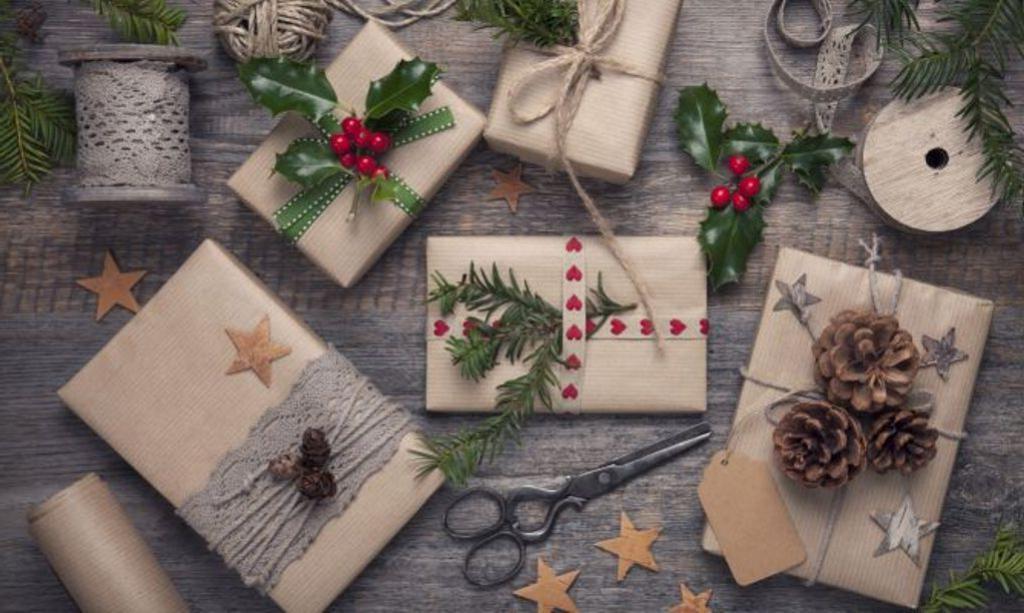Экостиль в тренде: я упаковываю подарки для родных сама, используя крафтовую бумагу и специи