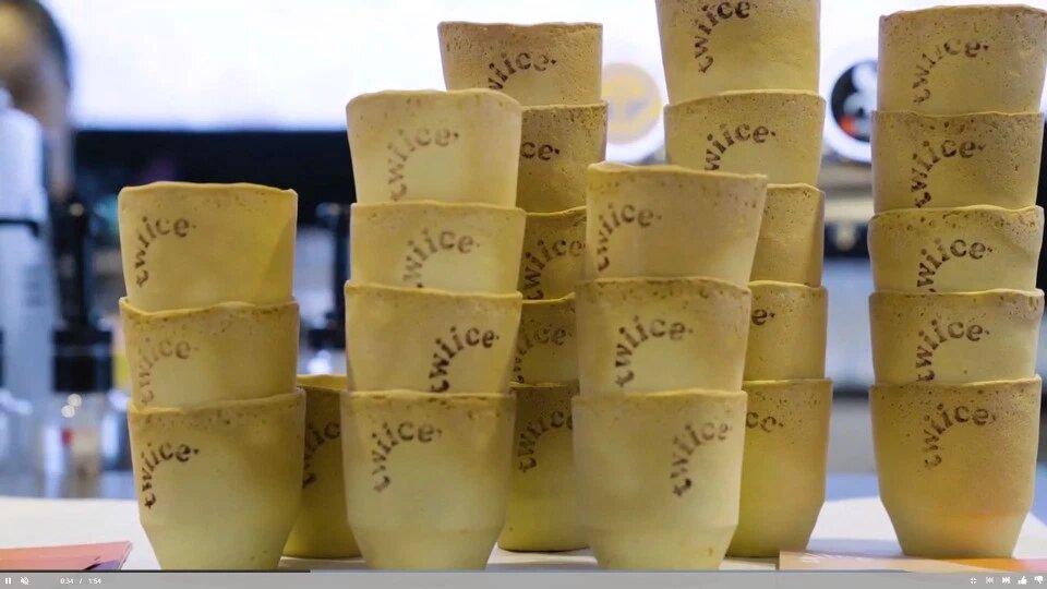 Авиакомпания Новой Зеландии планирует начать использовать съедобные стаканчики для напитков