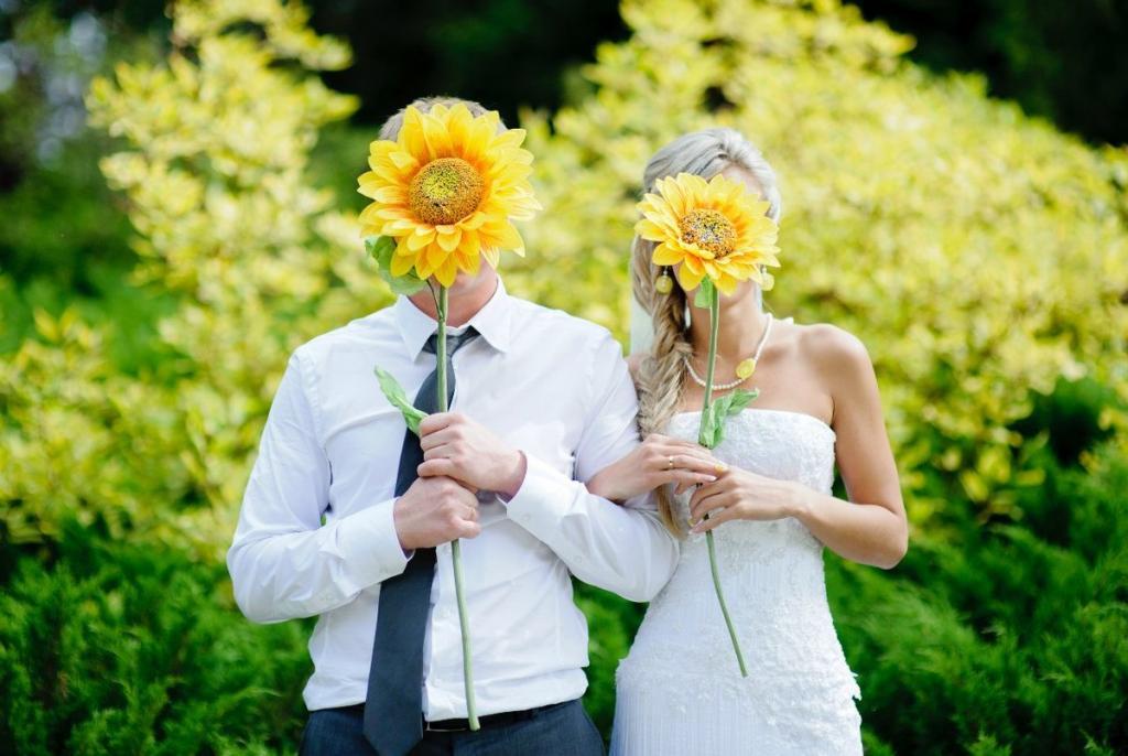 На свадьбе Инги среди гостей был ее бывший. Он подошел к жениху и что-то сказал ему на ухо