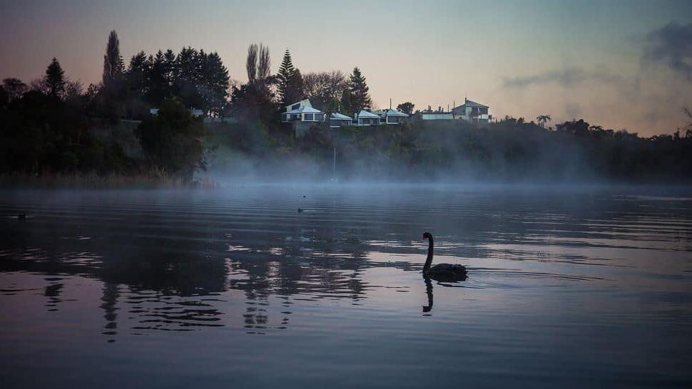 Форель, водный спорт и захватывающие дух виды: The Solitaire Lodge - потрясающий отель на берегу озера