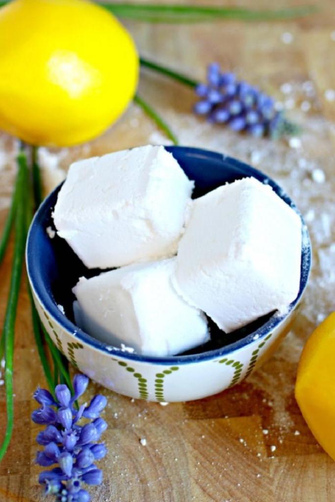 Чтобы в моем холодильнике приятно пахло лавандой и лимоном, делаю кубики, поглощающие неприятные запахи