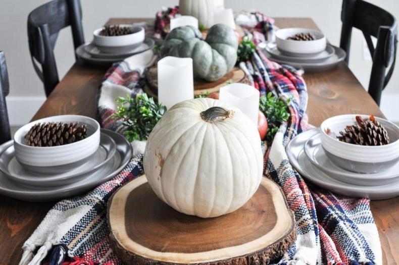 Подруга часто приглашает гостей и украшает стол всегда всем на зависть. Этой осенью у нее все было в пастельных тонах