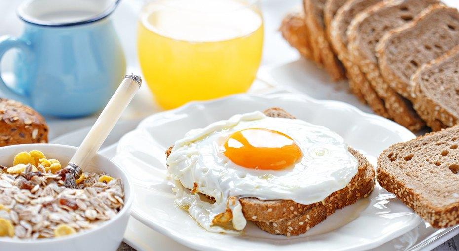 Эксперты утверждают: чтобы оставаться стройным, стоит поменять местами ужин и завтрак