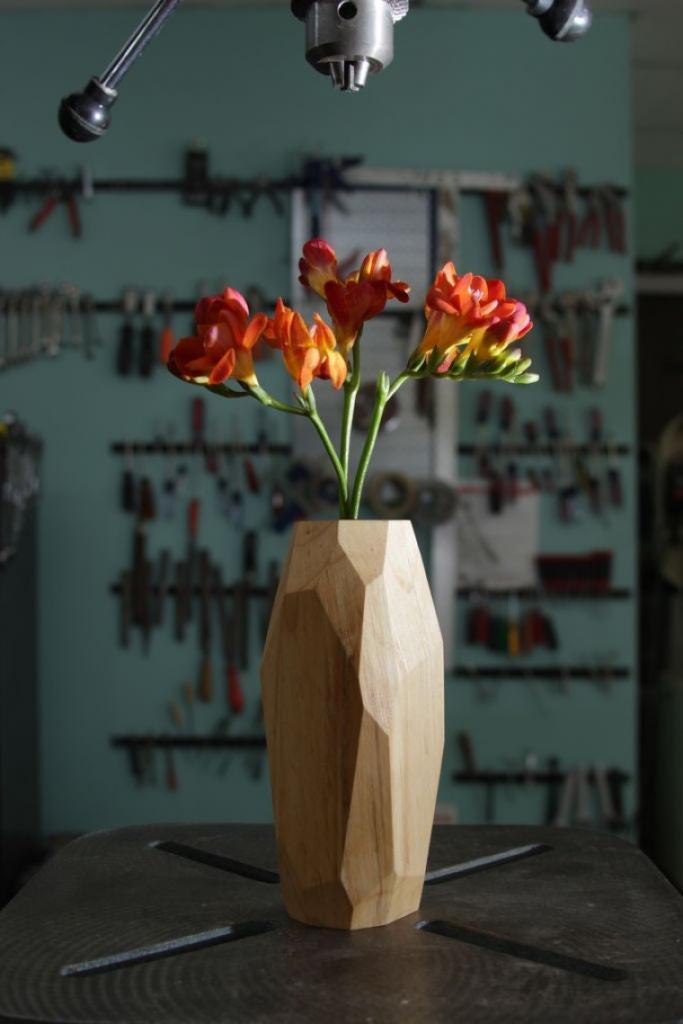 Геометрическая ваза: даже не верится, что такую можно сделать из обычного куска дерева