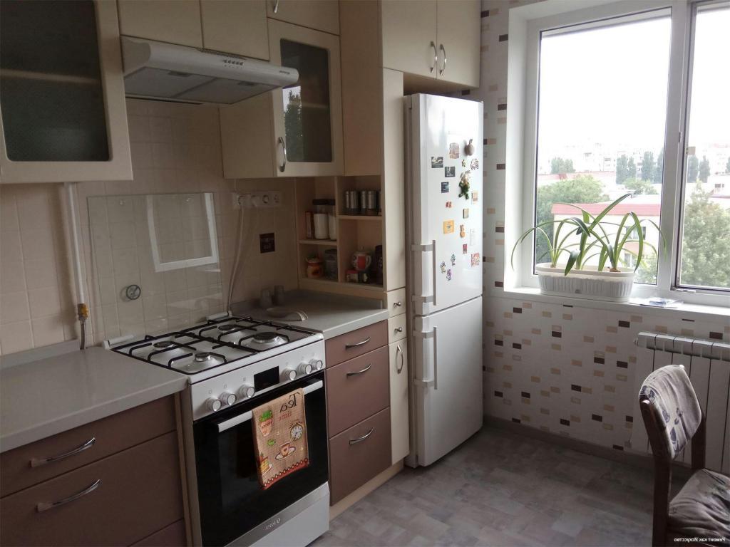 Когда купили квартиру, первым делом решили сделать ремонт в кухне. Сначала хотели разбавить интерьер яркими красками, но потом передумали