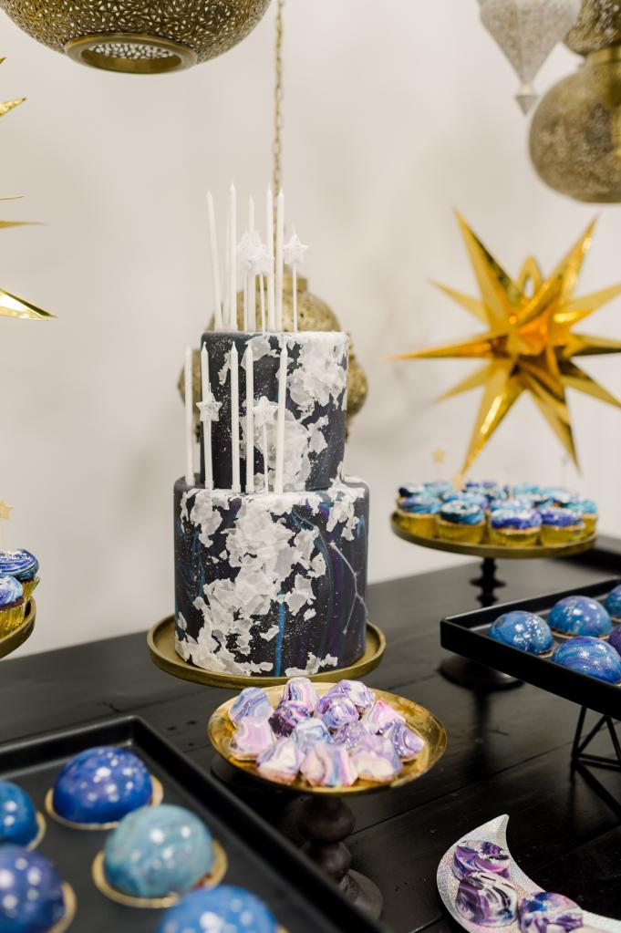 Праздник межгалактического уровня: родители устроили сыну день рождения в звездно-космической тематике