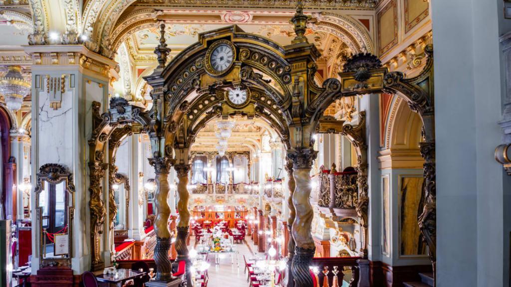 Кафе «Нью Йорк» в Венгрии: даже спустя 125 лет  самое красивое кафе в мире  продолжает поражать посетителей