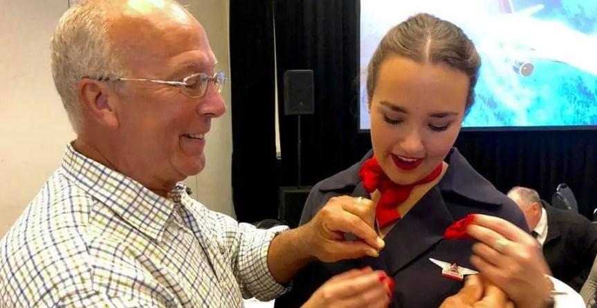 Отец стюардессы Пирс Воган купил билеты на шесть авиарейсов, чтобы провести праздники вместе с дочерью