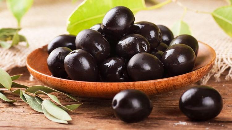 Тушеная говядина с помидорами, оливками, чили и лаймом. Пальчики оближешь